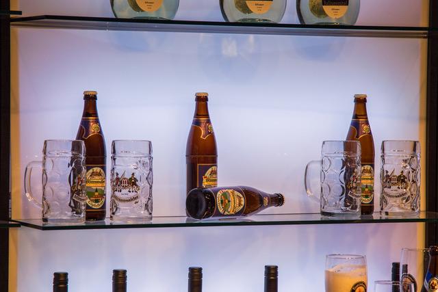 G7 Bier im Pressezentrum